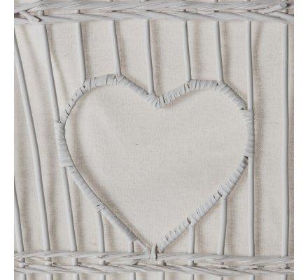 Coffre de rangement, corbeille à abattant en osier blanc avec déco coeur, dentelle et intérieur tissu dehoussable beige 52x42x60cm