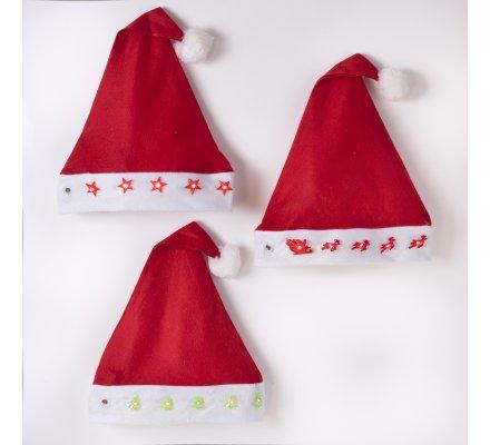 Lot de 3 bonnets de noël lumineux Led avec motifs étoiles, rennes et sapins.