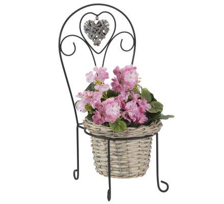 Petite chaise déco jardin en métal avec jardinière en osier et coeur suspendu H50cm
